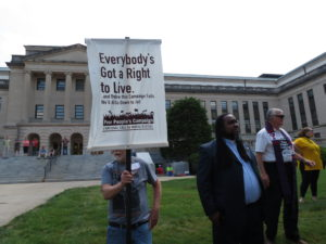 """Sign reads """"Everybody's Got a Right to Live"""""""
